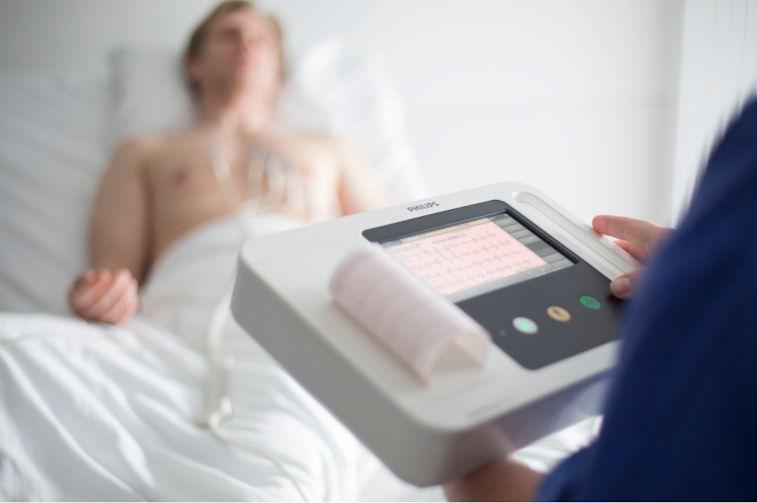 EKG mit 12 Ableitungen und Interpretation