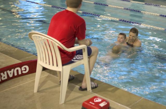 Kinder müssen und können mit AED Defibrillator gerettet werden.