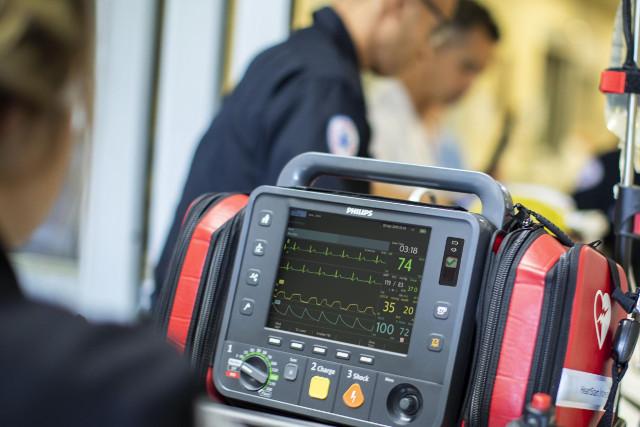 Defibrillator Monitor mit Datenmanagement in der Cloud und Webbasiert von Philips für Rettungsdienst und Spital in der schweiz