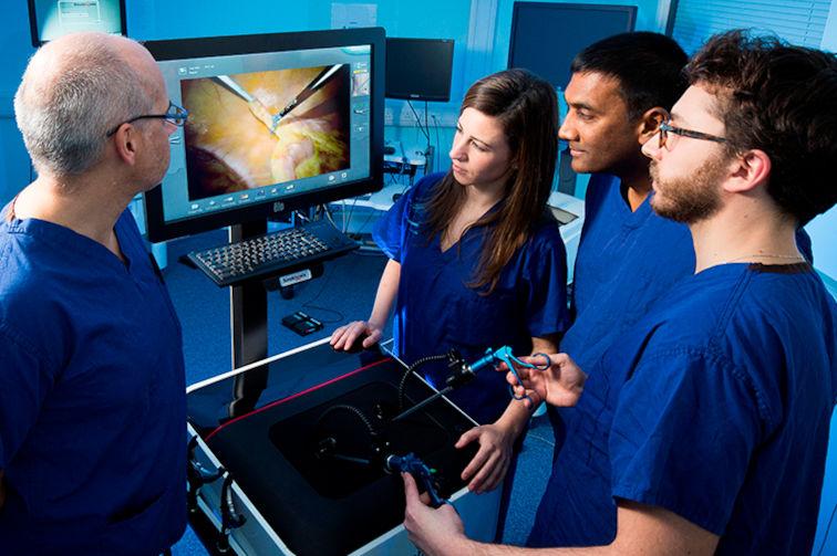 Viszeralchirurgie Weiterbildung im Schweizer Spital mit Lap Mentor von 3D Simbionix