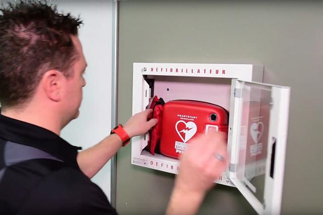 Defibrillatoren in der Schweiz registrieren als Pflicht