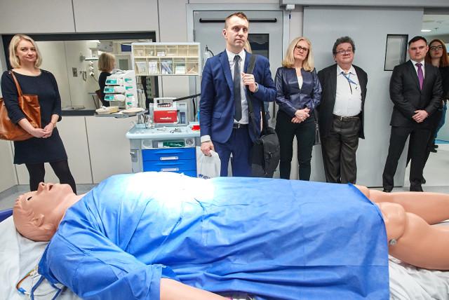Eröffnung eines simulations centers an der Universität mit Gaumard scientific Produkten des Reavita Partners in der schweiz